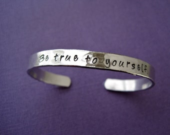 Be true to yourself Bracelet - inspirational bracelet - Personalized cuff - Hammered aluminum metal finish - Skinny 1/4 inch
