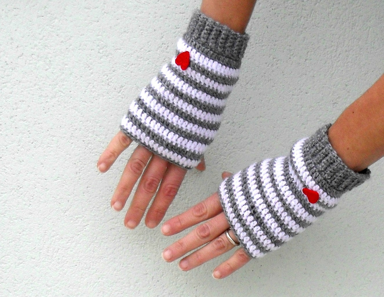 Free Crochet Pattern Gloves Fingerless : Crochet fingerless gloves mittens PDF Pattern Little Heart