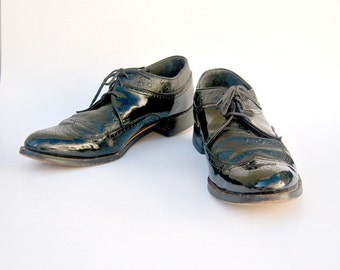 Vintage mens shoes / black leather wingtips / Stacy Adams patent leather brogues / mens 8.5 womens 10