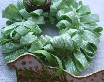 Ornament Collection 4 Wreath Bird Light Green Polka Dots