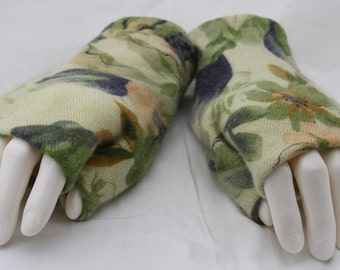 Floral Upcycled Cashmere Fingerless Gloves