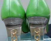 vintage Funky Mod Party lucite heel Shamrock Green  pumps gold rings leather shoes