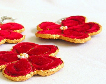 Keyring flower red velvet golden hand crafted unique