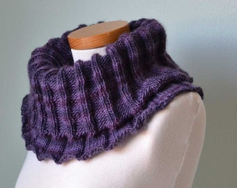 Big knitted cowl in shades of purple H791