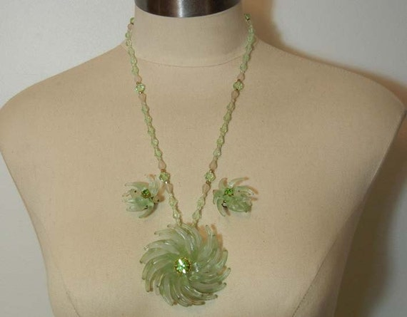 1950s necklace set / Vintage 50's Rhinestone Plastic Flowers Necklace and Earrings Set