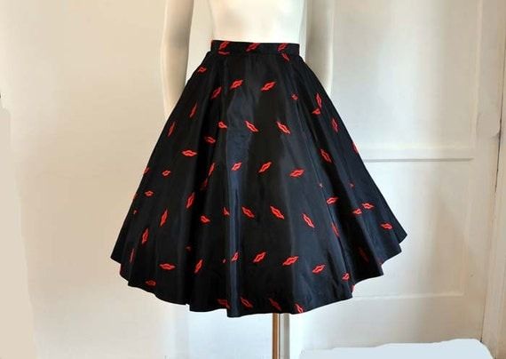 Reserved for Marie 50s circle skirt / Vintage 1950's Embroidered Red Hot Lips Novelty Full Circle Skirt