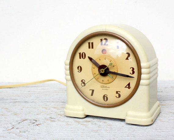 Antique Bakelite Art Deco Telechron Alarm Clock