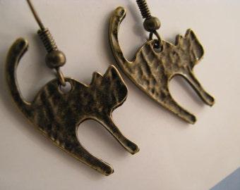 Cat Earrings, Antique Bronze Cute Kitty Cat  Kitten Earrings, Scardy Cat