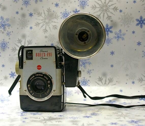 Vintage Kodak Brownie Bulls-Eye Bakelite Camera with Flash Unit and Case