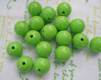 Bright green  Bubblegum Plastic Beads 8pcs Size 16mm