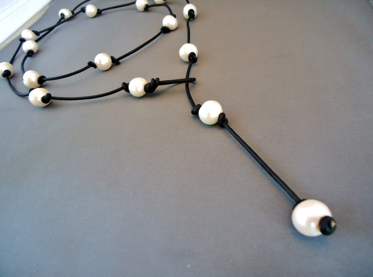Pearls,on,leather,knotted,long,lariat,jewelry,necklace,