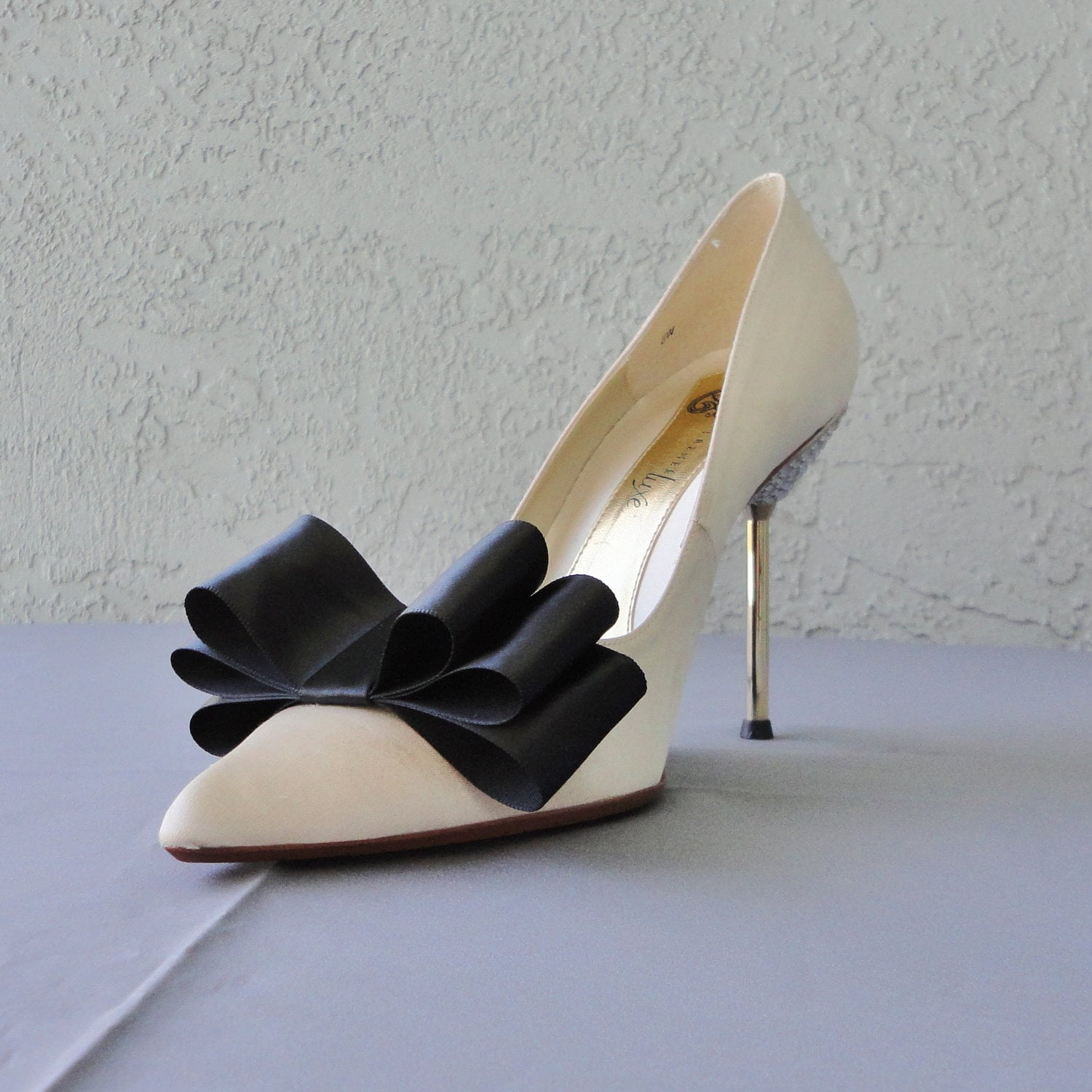 Bow Womens Shoes with FREE Shipping & Exchanges, and a % price guarantee. Choose from a huge selection of Bow Womens Shoes styles.