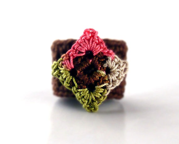 Crochet Ring Fiber Ring  Diamond Shape Applique Salmon Spring Green Chocolate Brown Ecru on Brown Band