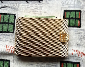 Max Factor Regency Golden Weave Creme Puff Compact. Translucent pressed powder.