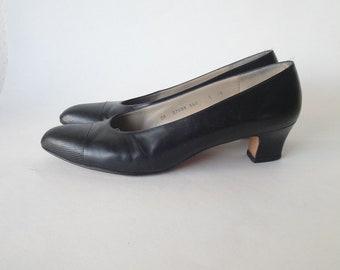 Vintage Black Leather Pumps / Salvatore Ferragamo Pumps / size 8
