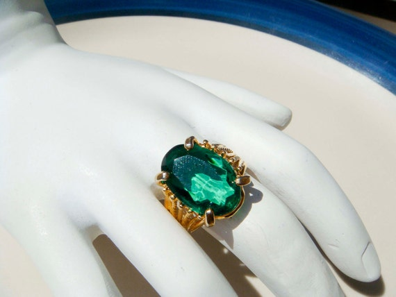 Vintage 18K gold HGE Emerald Ring Size 7