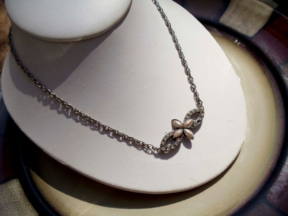 """Vintage Faux Pearl and Rhinestone necklace 20"""""""