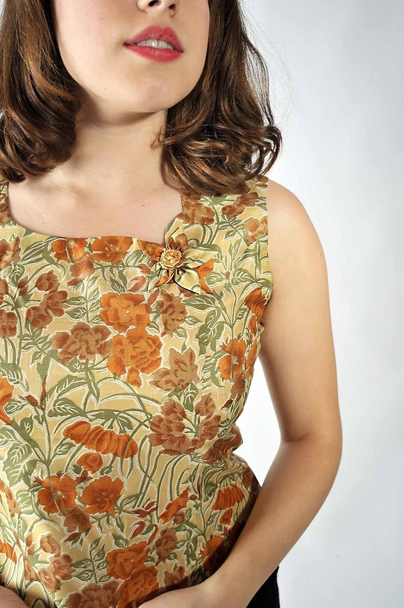 Vintage 1960s Blouse // Autumn Colors Floral Sleeveless Sheel