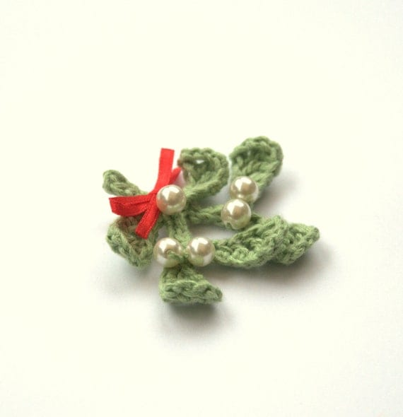 Items similar to Christmas Mistletoe necklace or brooch ...