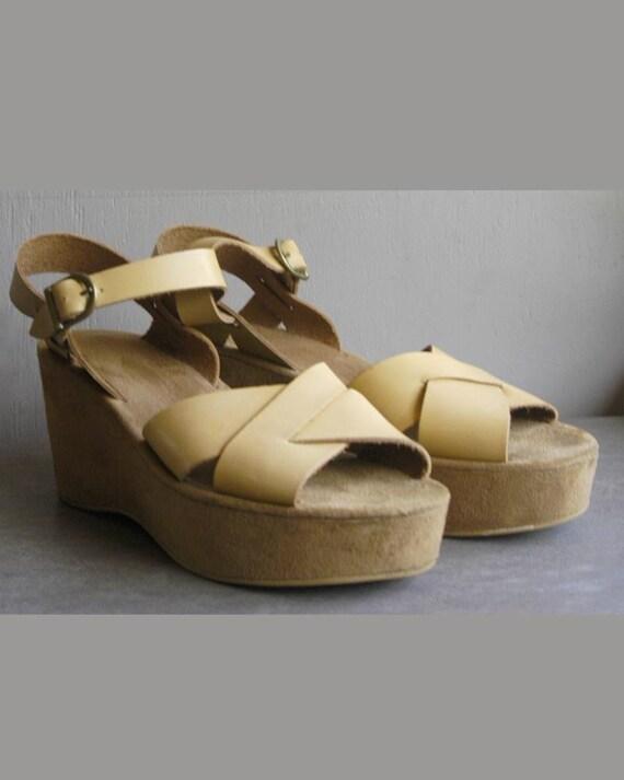 vintage tan leather platforms wedge sandals size 9.5/10