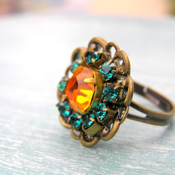 Vintage Rhinestone Cocktail Ring in Emerald and Marigold, Big Ring, Adjustable Ring, Brass Jewelry, Rhinestone Jewelry, Vintage Style