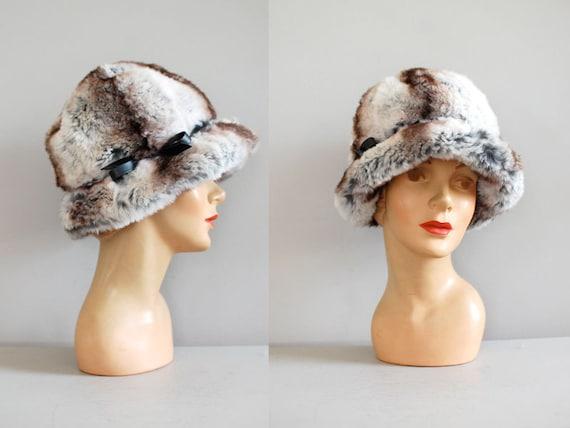 fur hat / chinchilla cloche / 1960s hat