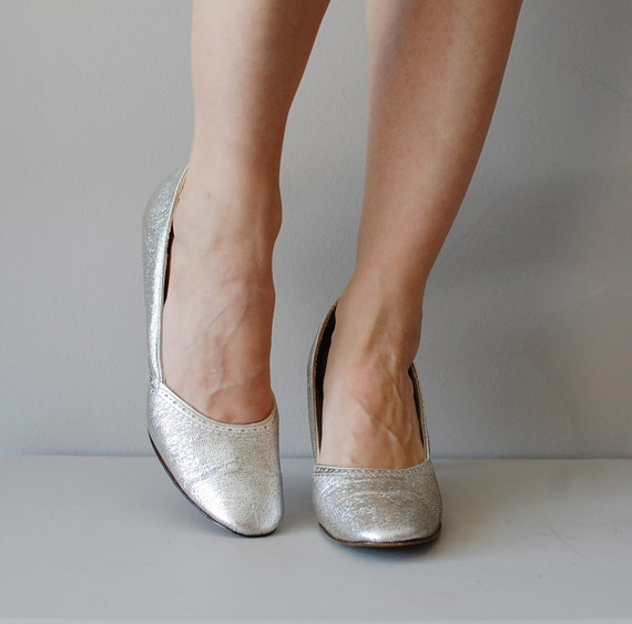 60s mod shoes / metallic silver 1960s heels / Tinsel Town pumps