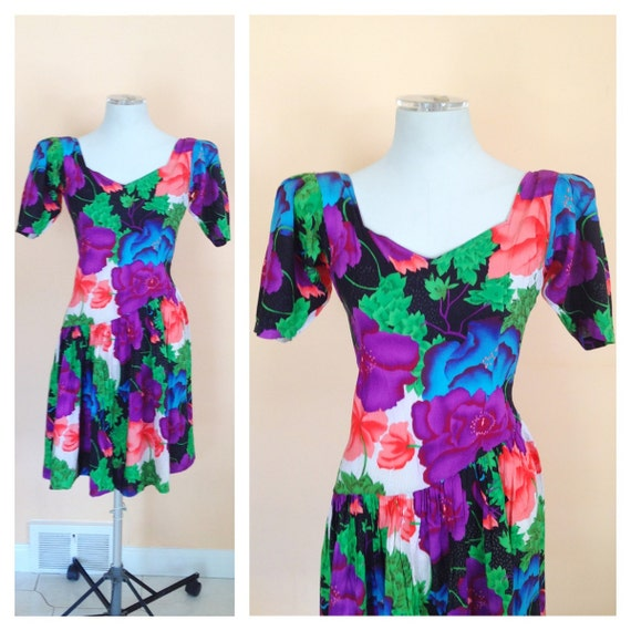Vintage Floral Cotton Dress. Black. Purple. Pink. Bold Shoulders. Summer Clearance. Short Sleeves. Size Medium. 1980s.