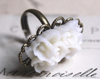 White flower Ring, Adjustable Cameo Cocktail Ring, Vintage Brass filigree Carved Flower, French Chic bague, gift under 10 R15