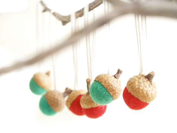 Christmas Ornaments Acorn Felt Decorations Winter natural needle nature inspired handmade eco friendly Home Decor red green 10