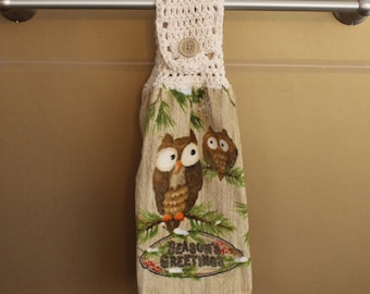 Seasons Greetings Crocheted TopTowel-H040B