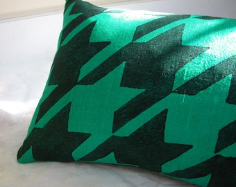 emerald green and black houndstooth hand block printed hand dyed linen colorful decorative modern home decor geometric pillow case