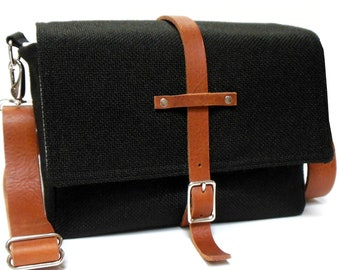Camera messenger bag with leather strap - medium - black