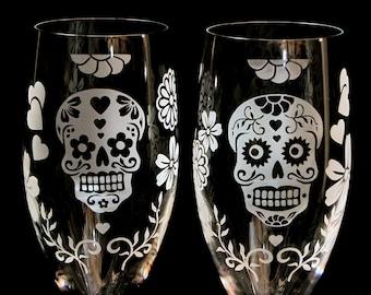 2 Personalized Day of the Dead Wedding Champagne Glasses, Sugar Skull Wedding Decor, Calavera