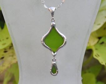 Green eastern petal drop necklace