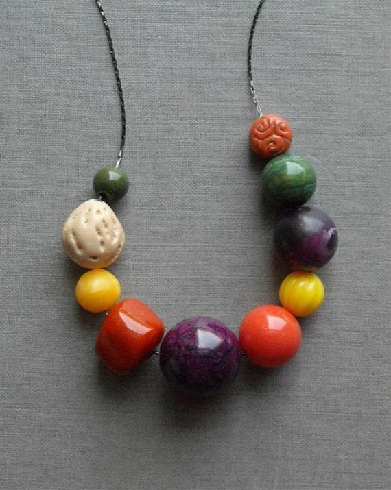 farmer's market necklace - vintage lucite and gunmetal