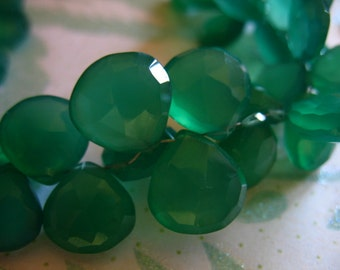 Green Onyx Heart Briolettes Beads, Chalcedony, Luxe AAA, 10.5-12 mm / 5-20 pieces, Faceted, Emerald Kelly may birthstone 1012