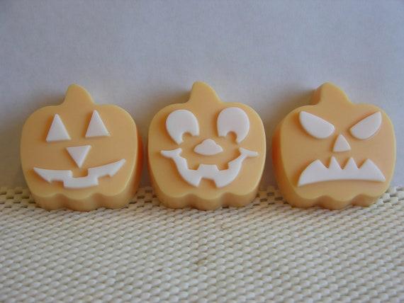 PUMPKIN SOAP Set - HALLOWEEN Soap - Kids Soap Set - Sweet Cinnamon Pumpkin Scent - Jack O Lantern Set - Home Decor Soap - Hand Poured -