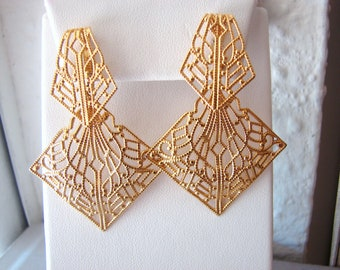Vintage gold art deco style filigree earrings (C6)