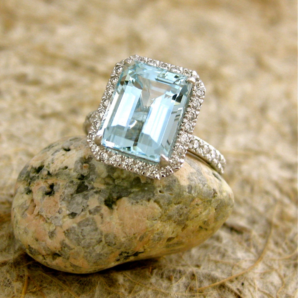 Sky Blue Green Aquamarine Engagement Ring in 18K White Gold
