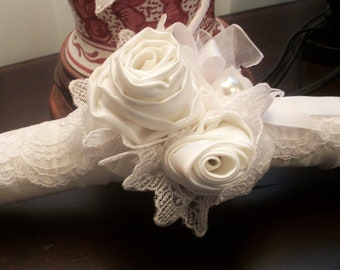 Bridal hanger white lace with large rosettes