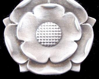 NK-35 Tudor Rose Necklace