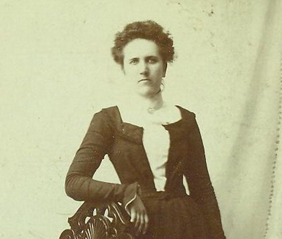 Kilbourn Madison Wisconsin 1890s Woman Midwestern Frontier Dress Studio Portrait Cabinet Card Photo Antique Photograph
