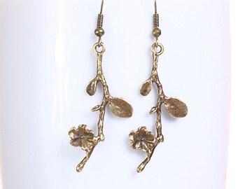 Sale Clearance 20% OFF - Petite antique brass blossom drop dangle earrings (632)