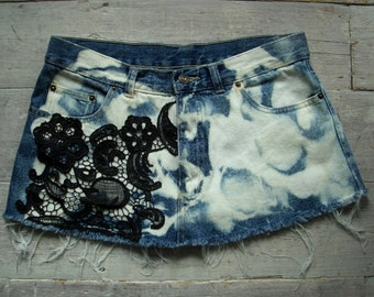 "Denim Cutoff Mini Skirt, Bleached Tie Dye, 32"" Hips / Waist, Size M, Black Vintage Crochet Detail, Indigo & White, Festival / Beach Clothing"