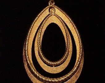 Crown Trifari Necklace - Golden Spiral Edged Interlocked Ovals - Opera Length - 1960s