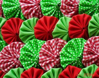40 Christmas Selection Fabric Yo Yo Suffolk Puff Applique Decoration