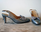 1970s Heels - Vintage 70s Silver Patent Bow Slingback Shoes Size 7 8 - Sterling