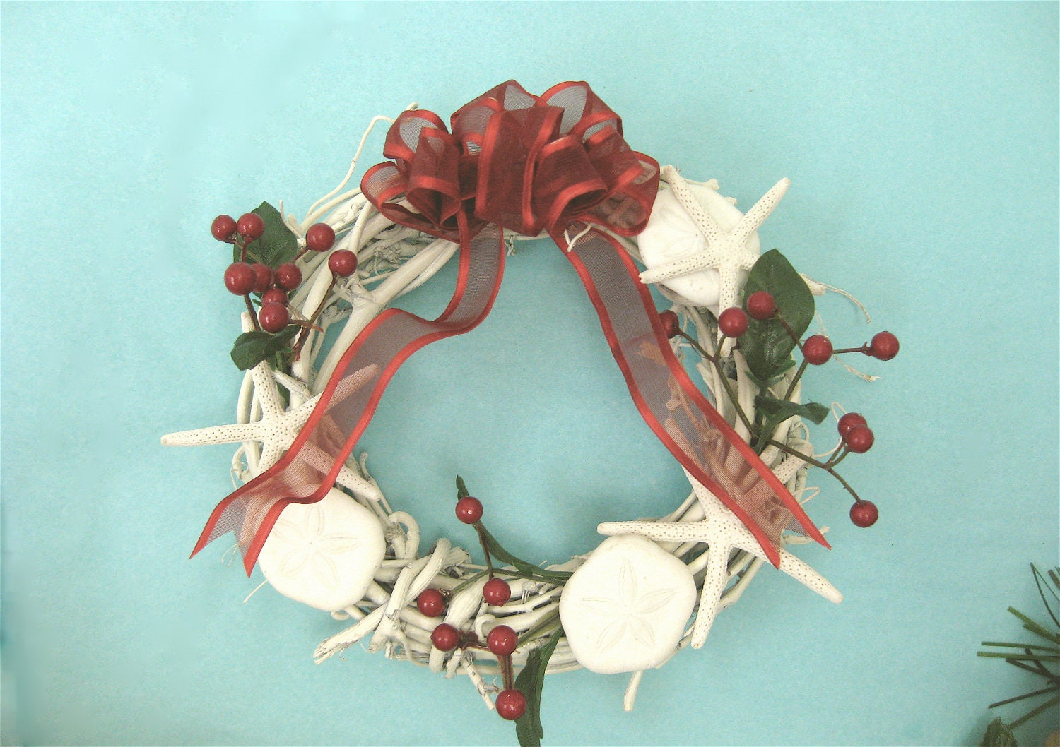 Beach christmas wreath in with starfish and sand dollars