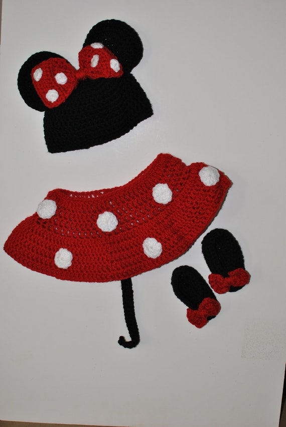 Minnie mouse  inspired diaper cover, hat and booties.      Photo prop..Costume...outfit.